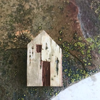 No13smallhousebrooch